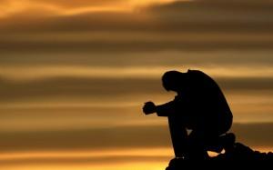 homme en priere